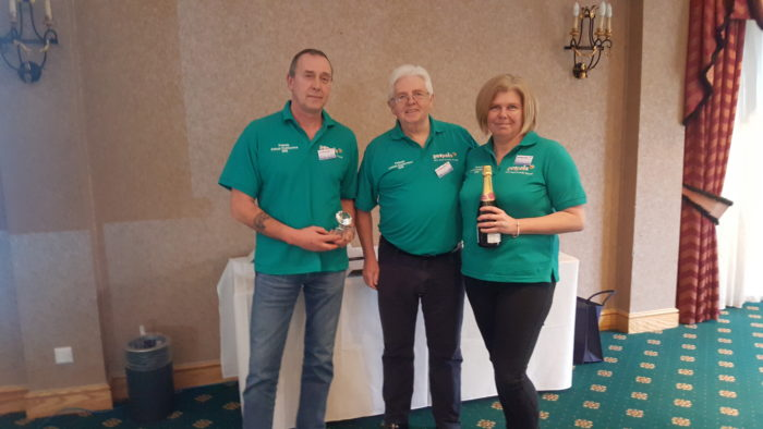 Ray and Sandra Hipwell receive Best Start Up at the 2018 national Petpals conference